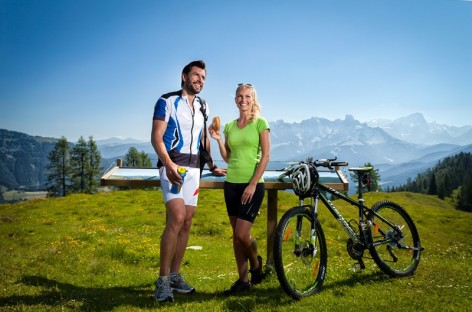 Mountain biking in the Tennengebirge, to the Karalm in St. Martin